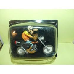 FIGURINE MOTO JOE BAR TEAM N°29 PAUK CHOTTE SUR SA SUZUKI TS 400 APACHE 1974 1:18