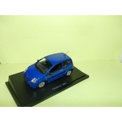 CITROEN C2 Bleu 2003 UNIVERSAL HOBBIES 1:43 sur socle