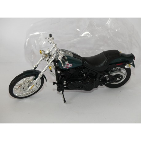 MOTO HARLEY DAVIDSON 2002 FXSTB NIGHT TRAIN MAISTO 1:18