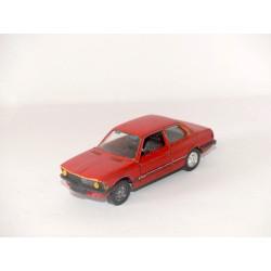 BMW SERIE 3 E21 316 Rouge SCHUCO 1:43 sans boite défaut