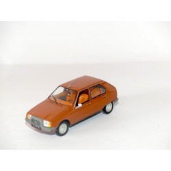 CITROEN VISA CLUB 1972 orange UNIVERSAL HOBBIES 1:43 sans boite