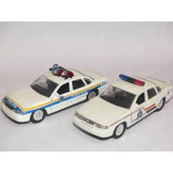 FORD CROWN VICTORIA POLICE AMERICAINE ROADCHAMPS 1:43 sans boite