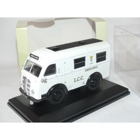AUSTIN WELFARER LCC AMBULANCE OXFORD DIECAST AK007 1:43